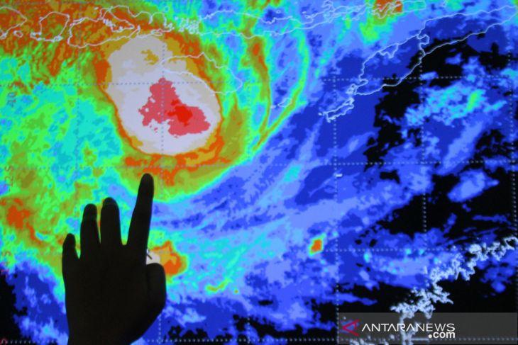 BMKG: Sebagian provinsi berpotensi hujan lebat disertai angin kencang, termasuk Jambi