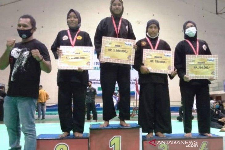 Tanpa bantuan dana Pemkab dan KONI, lima atlet silat Nagan Raya berhasil raih medali
