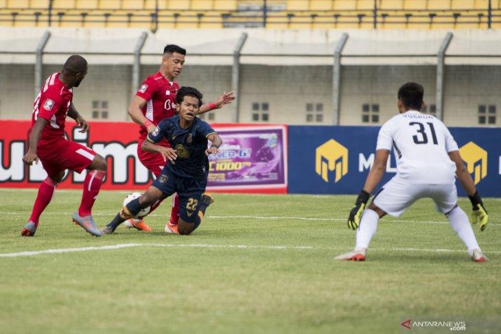 Laga Persela Lamongan menghadapi Persik berakhir seri 2-2
