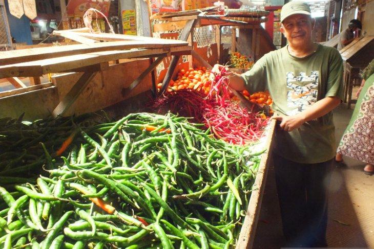 Pasokan bertambah, harga cabai rawit di pasar tradisional Jember turun