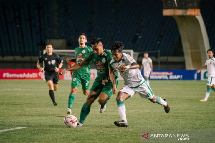 Piala Menpora: PSS vs Persebaya 1-0, penalti Irfan Bachdim jadi penentu