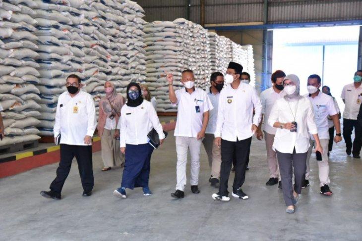Cek gudang Bulog, Bupati Sidoarjo ingin pastikan ketersediaan stok beras