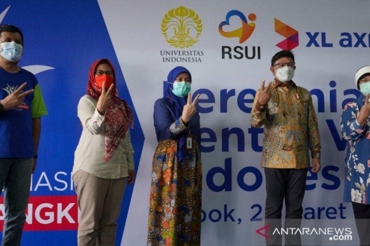 Menkominfo tinjau vaksinasi 5.700 warga di Sentra Vaksin Indonesia Bangkit
