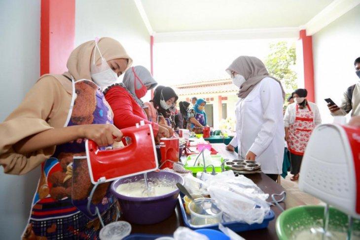 Pemkab Banyuwangi gelontorkan bantuan alat usaha dukung pemulihan ekonomi warga