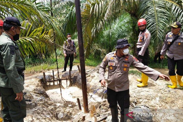 Tim gabungan tutup  sumur minyak ilegal di Bajubang Batanghari