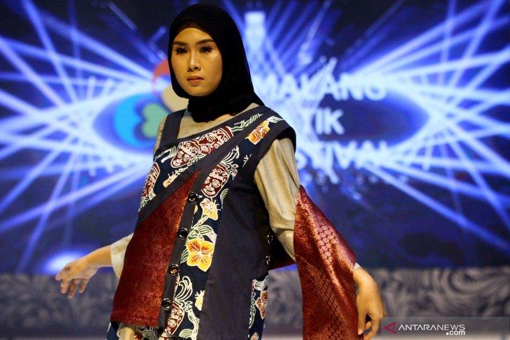 Lomba Desain Busana Ornamen Batik