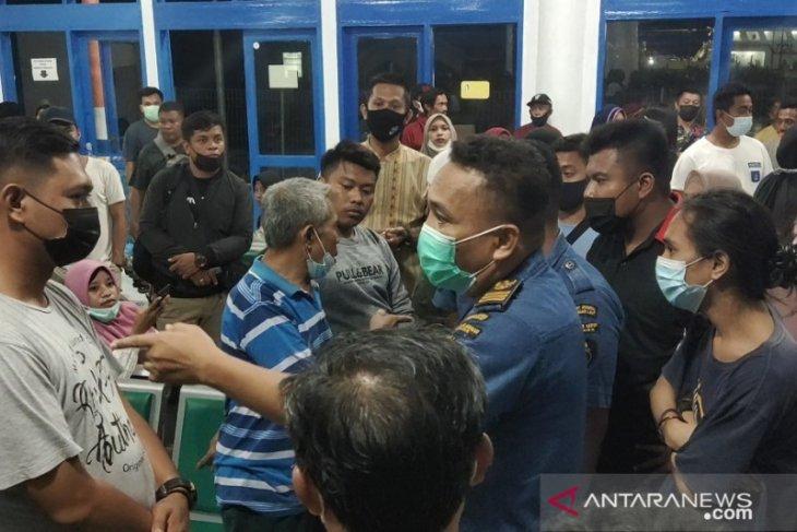 Penumpang tol laut di Banggai ke Gorontalo kecewa tiket habis