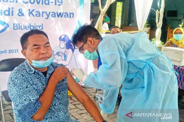 Seribuan sopir Bluebird di Bali-Lombok disuntik vaksin COVID-19