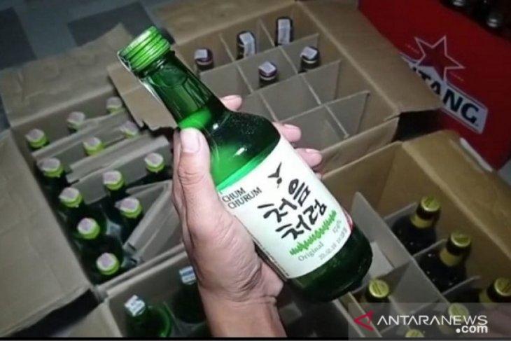 Polres Pangkalpinang tangkap dua pedagang minuman keras impor ilegal
