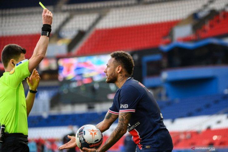 Neymar di-skors dua laga setelah ribut dengan bek Lille
