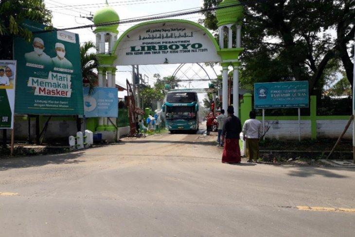 Ribuan santri Lirboyo Kediri dipulangkan dengan protokol kesehatan ketat