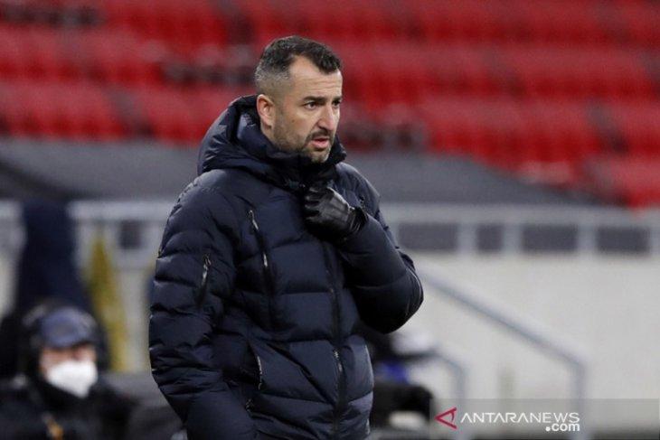 Pelatih Granada tak gentar reputasi Manchester United
