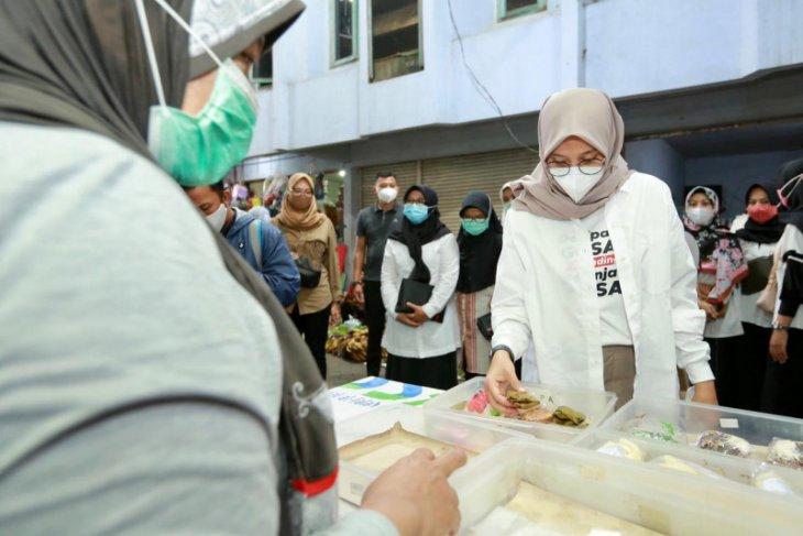 Bupati Banyuwangi berharap pasar takjil Ramadhan bisa dorong pemulihan ekonomi warga