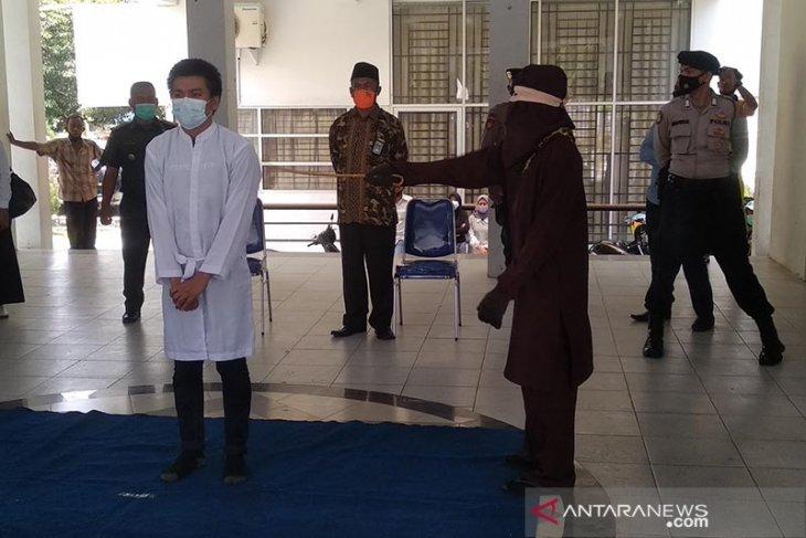 Mahasiswa di Banda Aceh dicambuk belasan kali, ini penyebabnya
