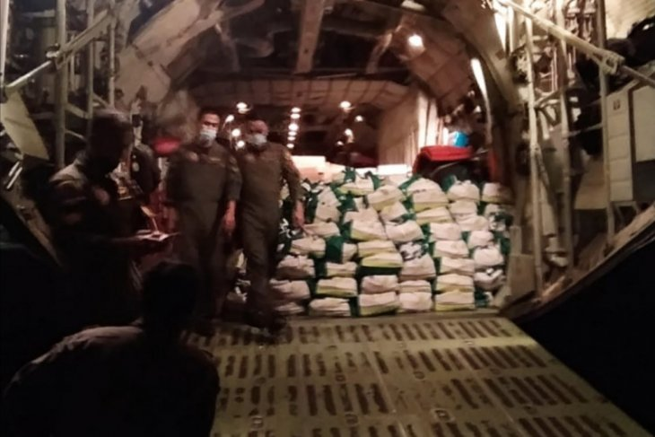 TNI transports 12.4 tons of relief aid packages to NTT