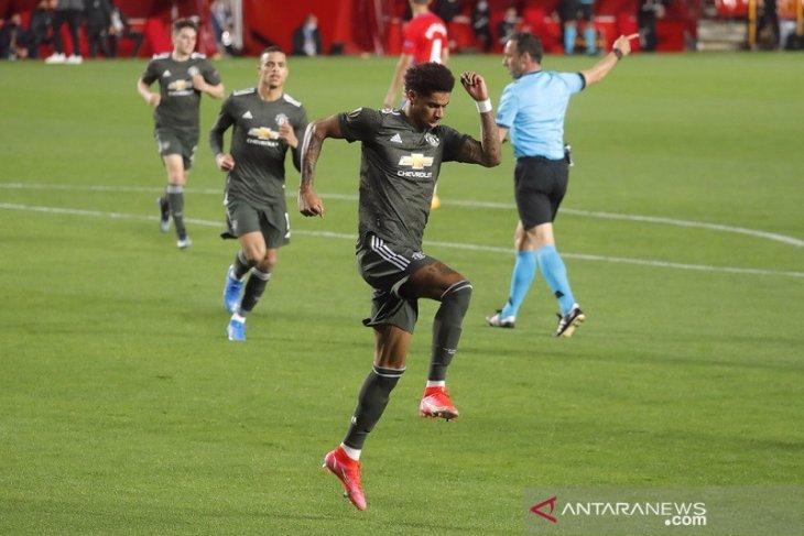MU petik dua gol tandang penting usai kalahkan Granada 2-0