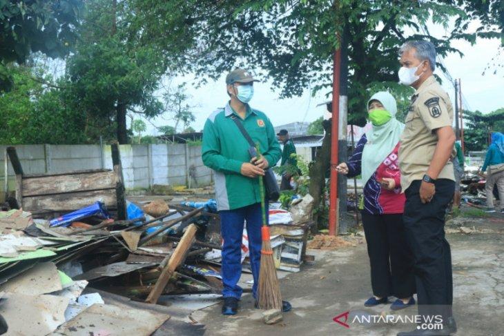 Sekda pimpin pembongkaran bangunan di tepi Jalan Trikora
