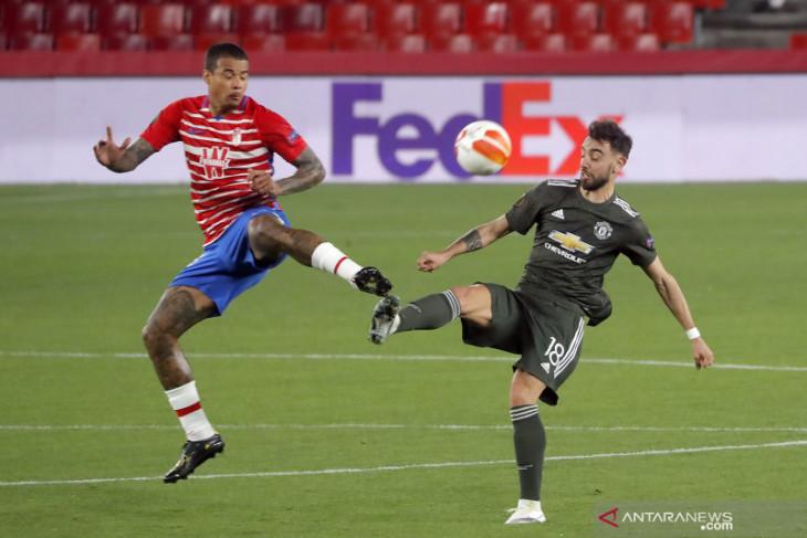 Manchester United memetik dua gol tandang penting setelah mengalahkan Granada 2-0