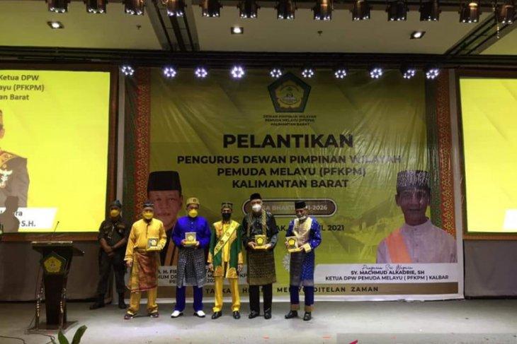 DPW Pemuda Melayu (PFKPM) Kalbar beri penghargaan para pendiri organisasi