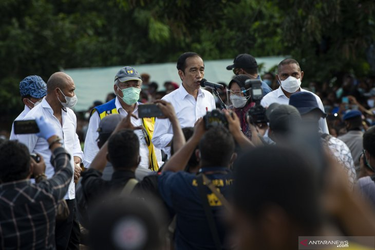 Presiden Jokowi tinjau kondisi pengungsi Adonara Flores Timur