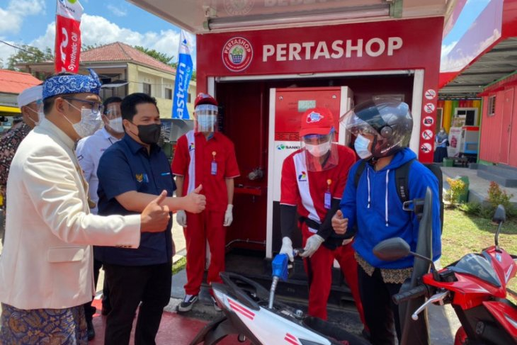 Menteri BUMN  Erick Thohir dan Gubernur Ridwan Kamil Tinjau Pertashop di Lembang