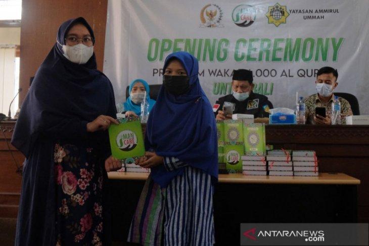 Jelang Ramadhan, Muslim di Bali terima 6.000 Al-Quran wakaf