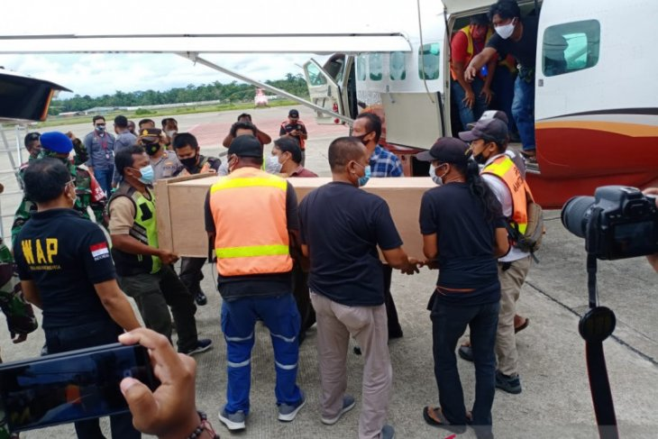 Papua police urged to crack down on killers of two teachers