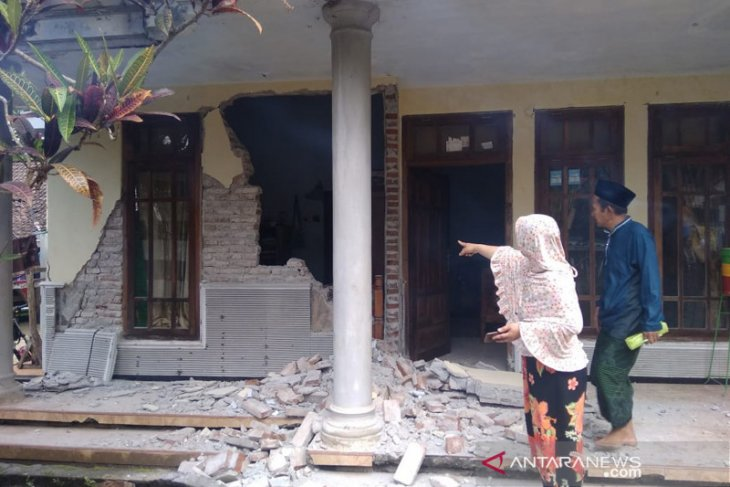 Quake rocks Malang, East Java: No Tsunami warning issued