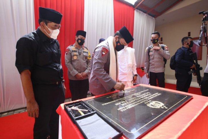 Kapolri dihadiahi sorban putih oleh ulama Banten