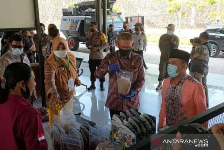 PKH Sambas dampingi masyarakat membuat cemilan lokal