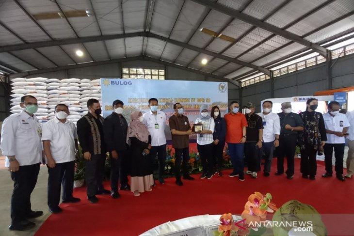 Komisi IV DPR tinjau Bulog Sulut-Gorontalo pastikan stok beras aman