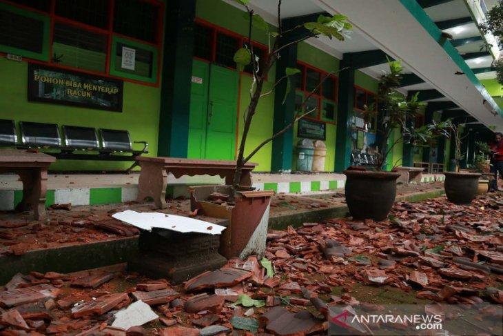 Dampak gempa susulan dirasakan hingga wilayah Jawa Timur hingga DIY