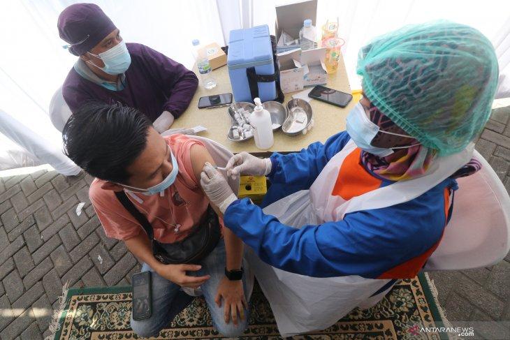 Vaksinasi Karyawan Pasar Modern