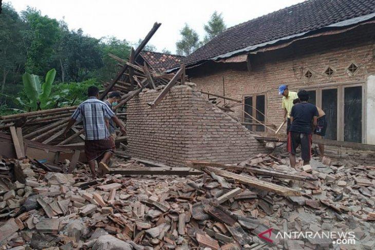 Gempa di Malang telan korban jiwa dan porak-porandakan bangunan