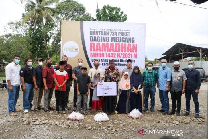 Mifa Bersaudara salurkan 734 paket daging untuk yatim dan disabilitas