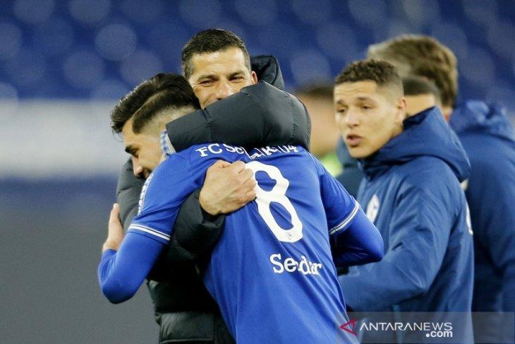 Schalke memetik kemenangan perdana bersama Dimitrios Grammozis