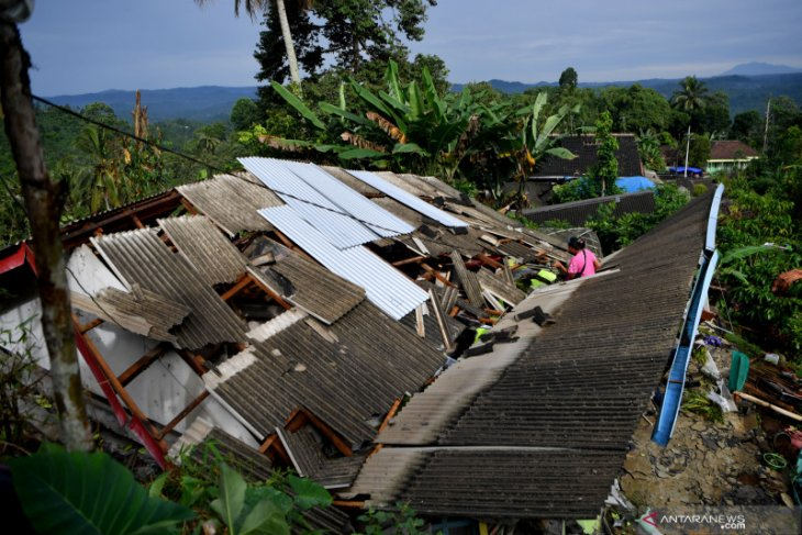 Minister asks Lumajang District Head to ensure residents' safety