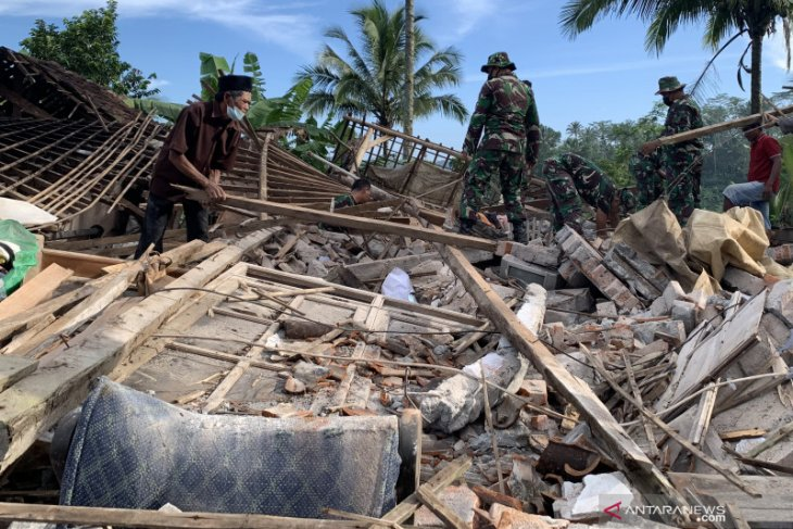 Death toll in Malang quake climbs to eight