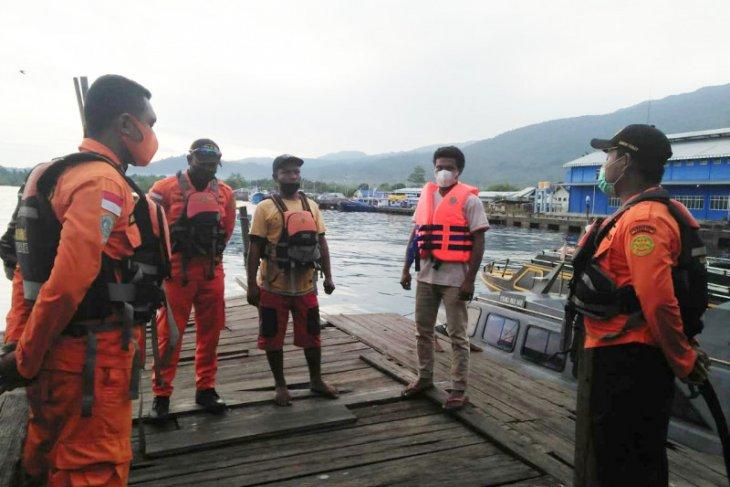 Tim SAR Ternate selamatkan lima korban kecelakaan kapal di Halmahera Selatan