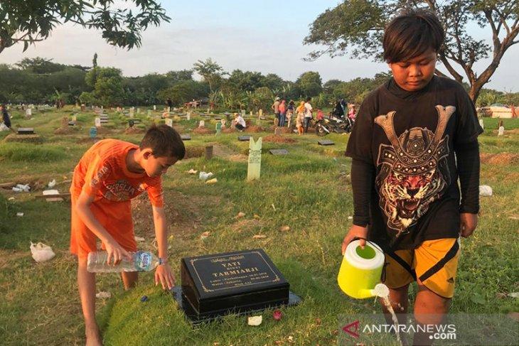 Gubernur Anies larang warga DKI ziarah kubur tanggal 12-16 Mei