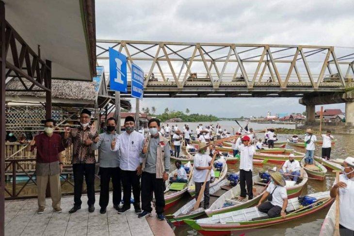 UAE, Poliban distribute 99 motorboats to South Kalimantan flood victims