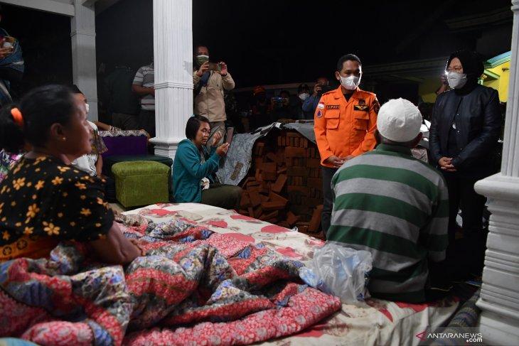 Mensos Kunjungi Lokasi Dampak Gempa di Lumajang