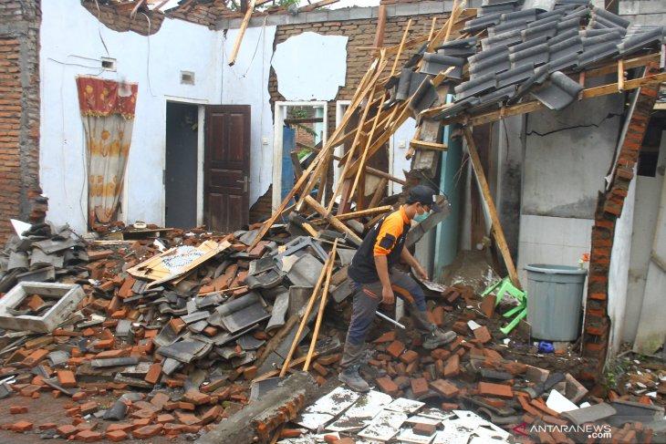 Penanganan Dampak Gempa di Malang