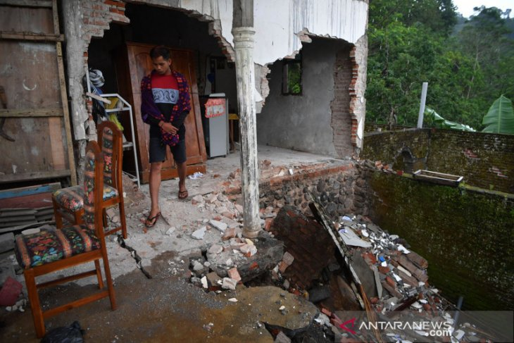 5,5 magnitude aftershock jolts Malang on early Sunday