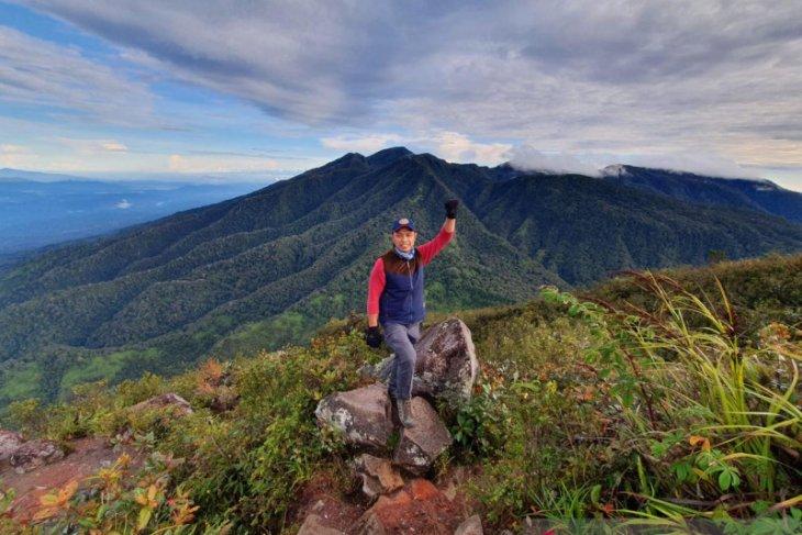 Menjajal pesona Gunung Burni Telong