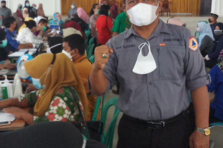 Some 936 teachers in Bangka have received first shots:  task force