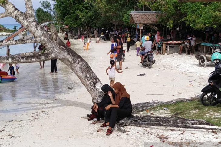 Warga padati objek wisata di Simeulue tanpa protokol kesehatan