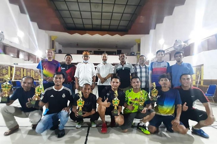 Pasangan Munjir/Heri juara Liga Badminton Ramadhan RRI