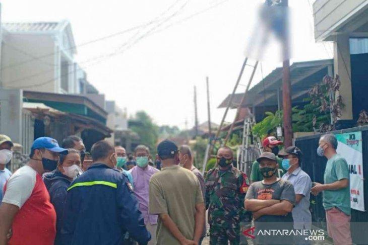 Tragis, seorang pria tewas tersengat listrik saat perbaiki lampu jalan di Bekasi