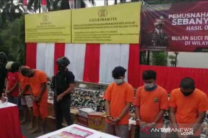 Enam penjual obat keras ilegal di Bekasi ditangkap polisi (video)